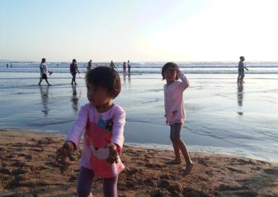 Bermain Pasir di Pantai Kuta