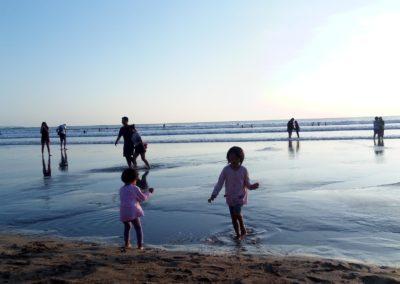 Berlarian di Pantai Kuta