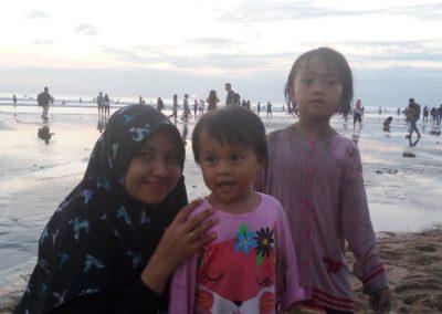 Foto Bersama di Pantai Kuta